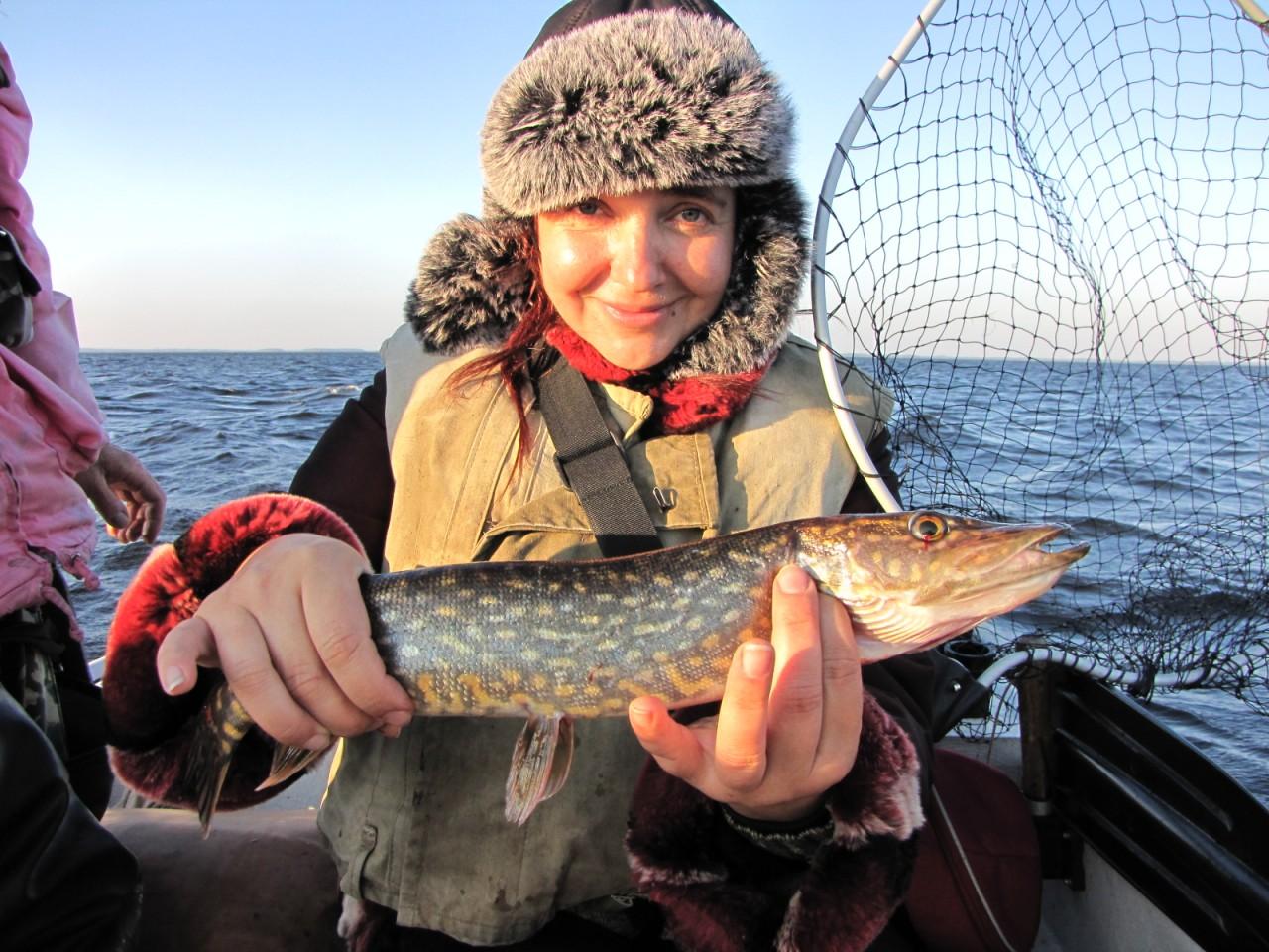 на что ловить рыбу в карелии летом