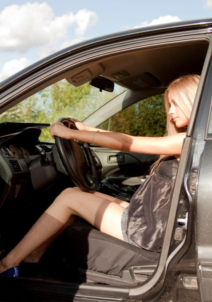 Фото красивых блондинок в машине 4 фотография