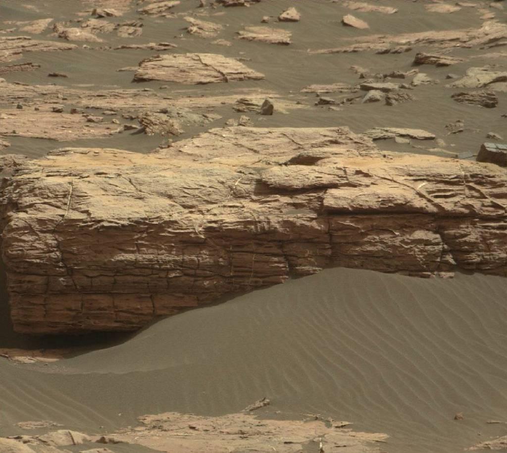 Curiosity радует новыми снимками: на Марсе нашли кирпичную кладь