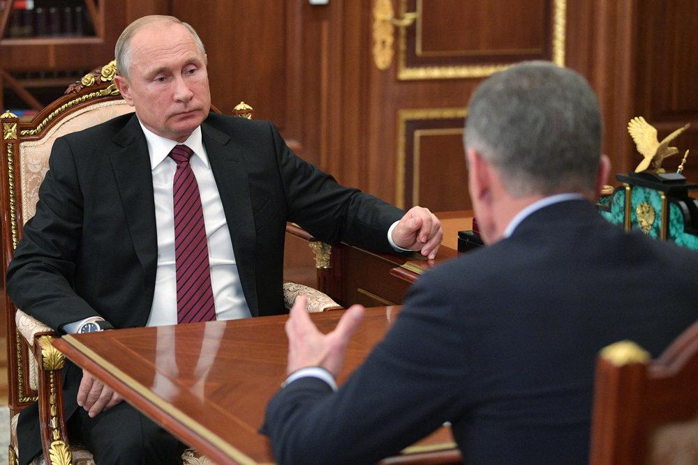 Козак рассказал Путину о стабилизации цен на топливо