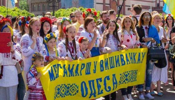 Украинские чиновники придумали список речёвок для марша ввышиванках
