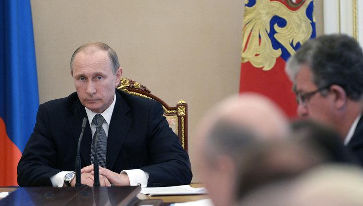 Половина россиян считает, что Путину мешает отсутствие хорошей команды