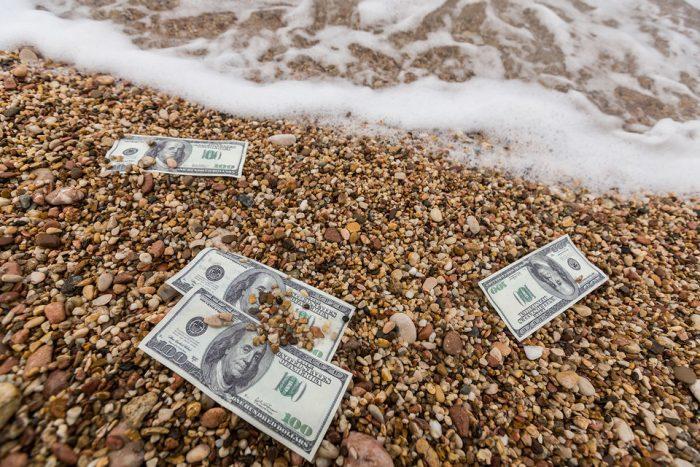 Доллар рухнул к уровням 2015…