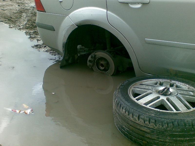 Орловец попытался взыскать компенсацию за разбитую на выбоине машину