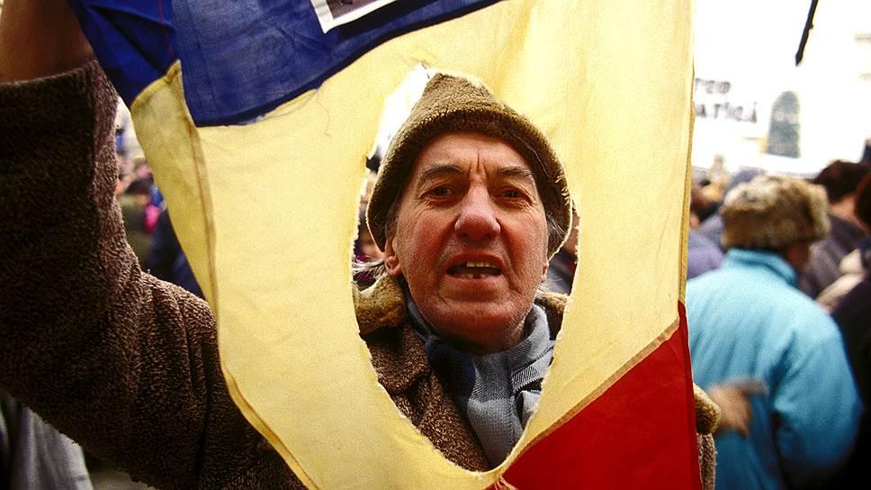 Как «бороться с коммунизмом», чтобы убить страну. К 27-летию запрета Компартии Румынии