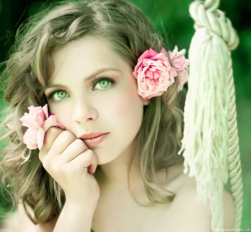 Зелёный цвет твоих любимых глаз. (А. Розенбаум)