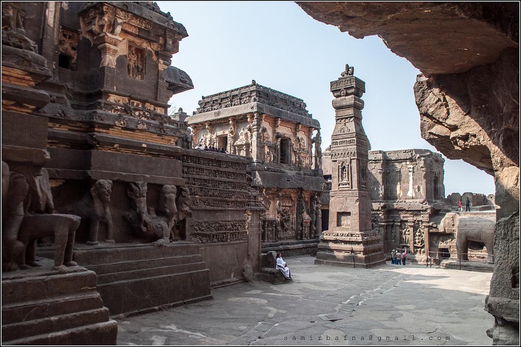 8479802679 b22b515c37 b Уникальный храм Кайласанатха