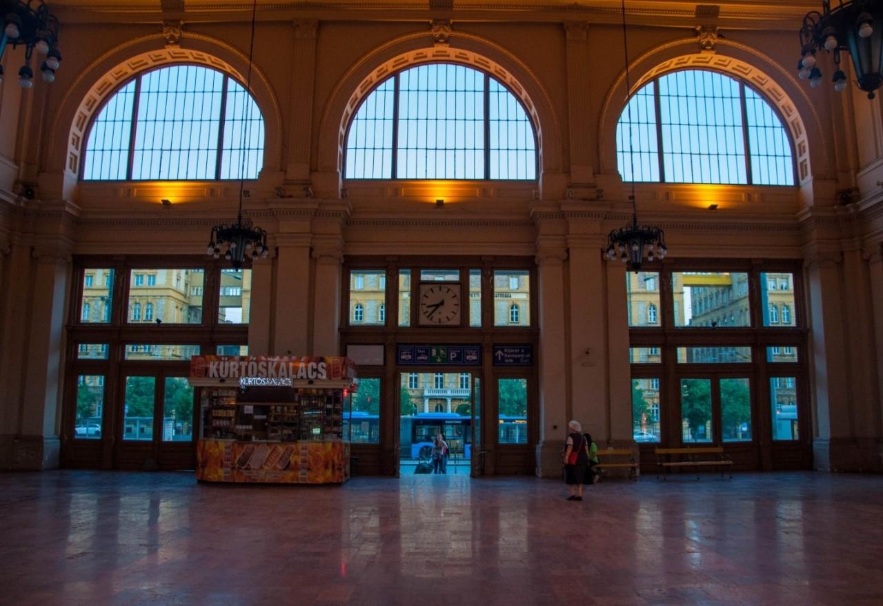 Внутри вокзала Келети в Будапеште