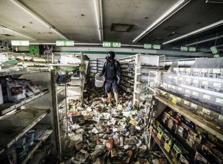 Переполненные полки зона отчуждения, радиоактивная зона, фото, фукусима, япония