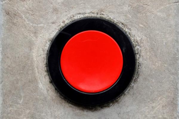 Вопрос «Труда»: Наш палец на красной кнопке?