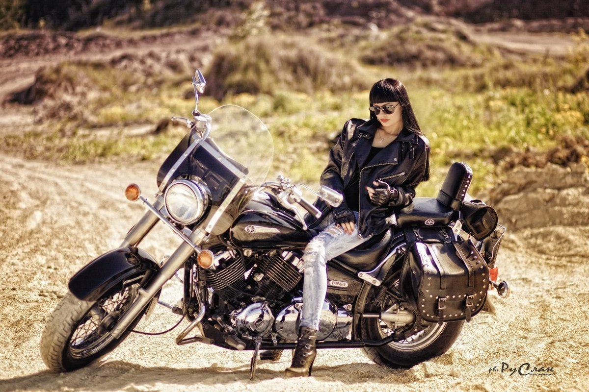 Листая страницы интернета: Красивые девушки, автомобили и мотоциклы