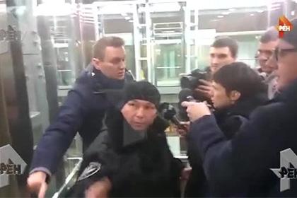 Приставы принудительно повезли Навального в Киров