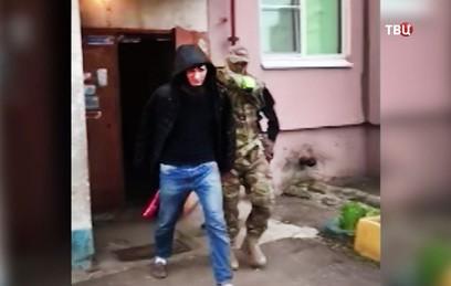 Сотрудники ФСБ задержали готовивших теракты в России членов ИГ
