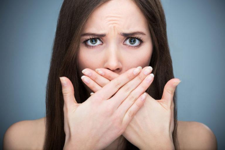 Стали замечать во рту неприятный привкус и запах? Тогда попробуй это.