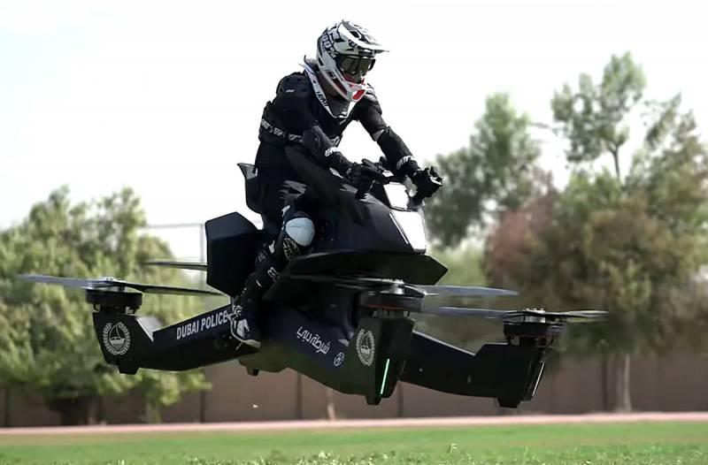 Дубайские полицейские пересаживаются на «летающие мотоциклы»