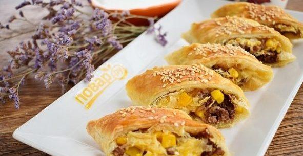 Быстрые и оригинальные пирожки с фаршем, сыром и кукурузой
