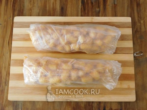 Придать массе форму колбасы