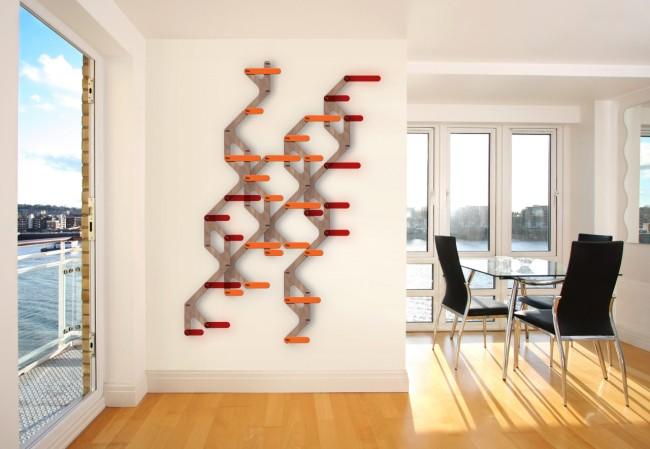 Стену минималистичной городской гостиной можно украсить самодельными часами, где главная идея - необычный циферблат. Это может быть, например, карта метро или другой привычный атрибут городской жизни