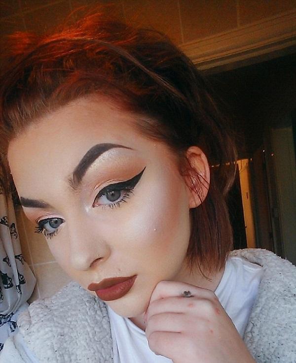 Истинная красота —  девушка показала, что скрывал слой макияжа на ее лице