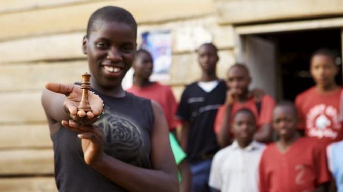 Африканская девушка, которая виртуозно играет в шахматы. | Фото: morediva.ru.