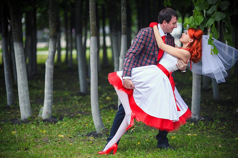 Цветные свадебные платья для смелых невест