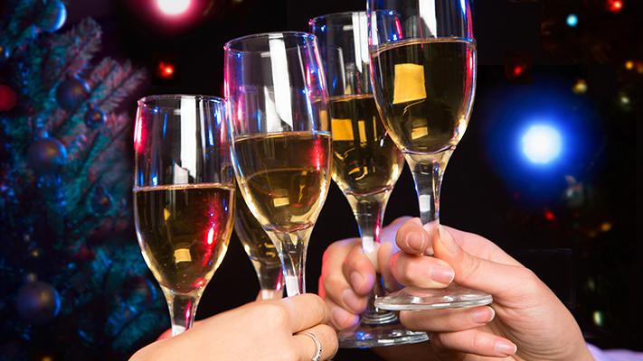 Как пьют шампанское в новый год