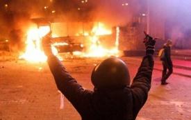 """""""Поджигают"""" Украину: накануне сочинской Олимпиады в Киеве начался бой, а Пентагон посылает в Черное море боевые корабли и самолеты"""