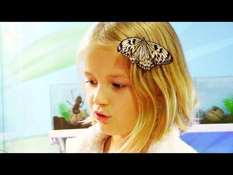 Видео для детей. Симка идёт в Сад Бабочек на Арбате. Выходные с детьми.