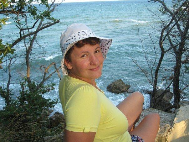 Женщина в шляпе с мягкими полями. /Фото: pp.userapi.com