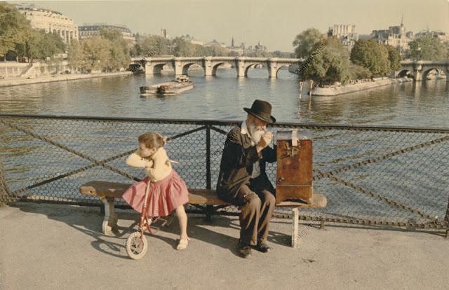 Цветные фотографии Парижа 50-х годов.