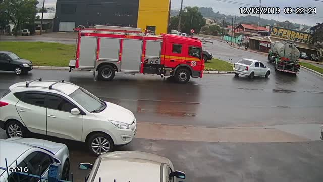 Картинки по запросу Fire Truck in Right Place at Right Time || ViralHog