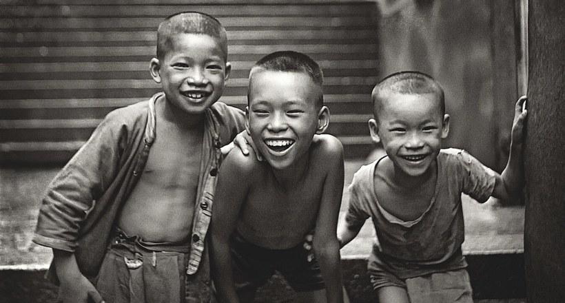 Шедевральные уличные фотографии Фань Хо о жизни в Гонконге 50-60-х годов