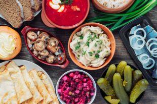 Рыбные котлеты и оливье. Рецепты советской столовой в современном прочтении