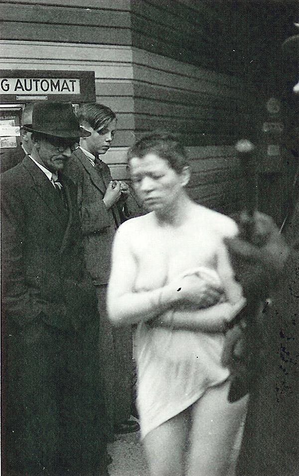 Экстремальное публичное унижение 10 фотография