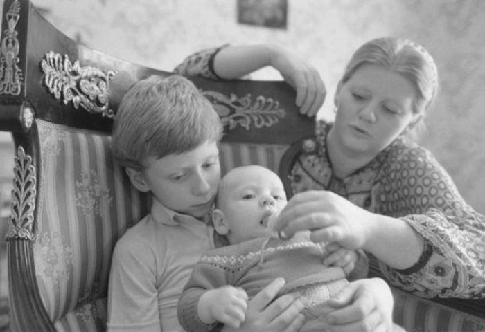 Ирина Муравьева с сыновьями | Фото: vmirechudes.com
