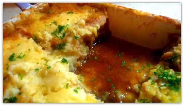 Баклажанная запеканка с мясом и картофелем