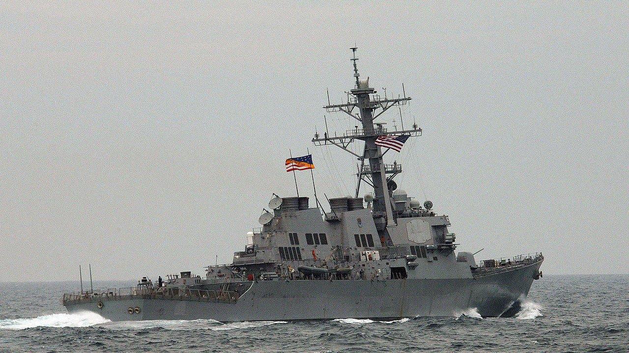 Эсминец ВМС США зашел в порт Грузии