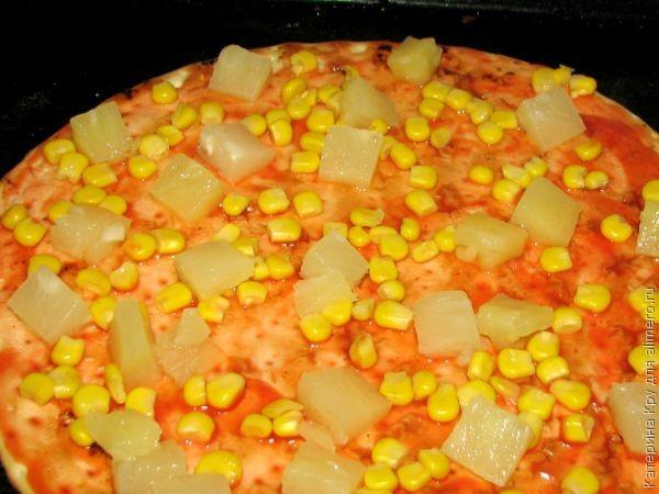 Пицца с балыком и ананасами в духовке за 15 минут