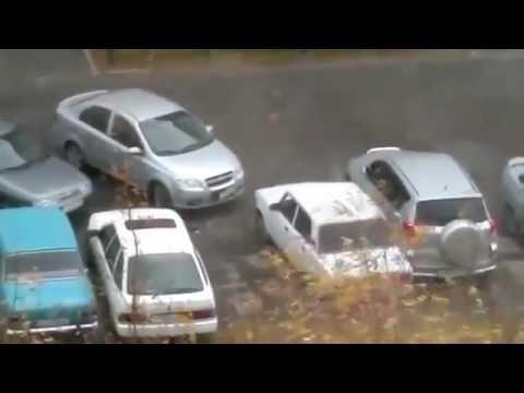 Фееричный дурак: выезд из парковки через машину