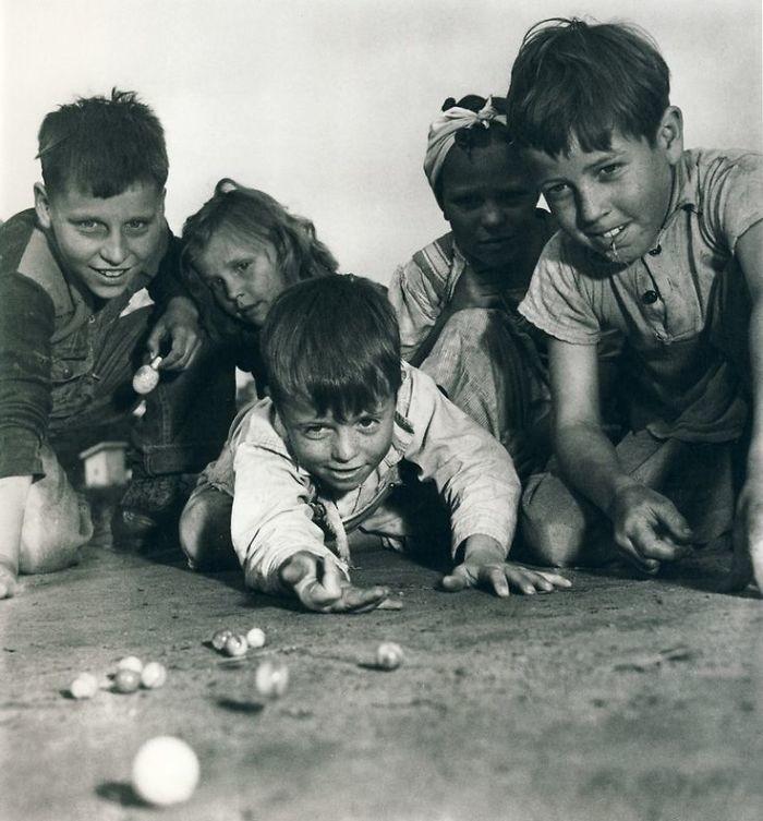 33. Игра в марблс, Миссури, 1940 год детство, прошлое, фотография