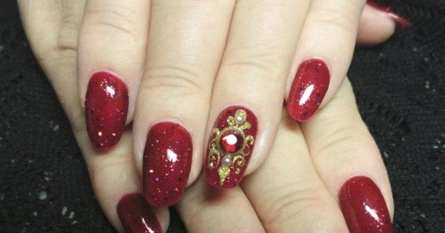 """Модный дизайн ногтей  — """"жидкие камни"""""""