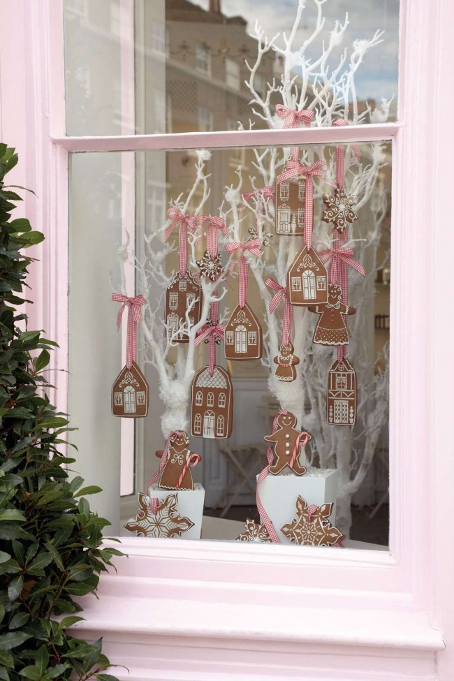 Вариант оформления окна съедобными украшениями