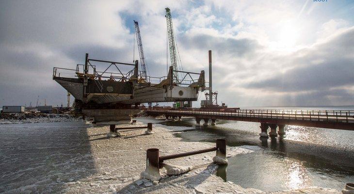 На Крымском мосту приступили к сооружению пролетов