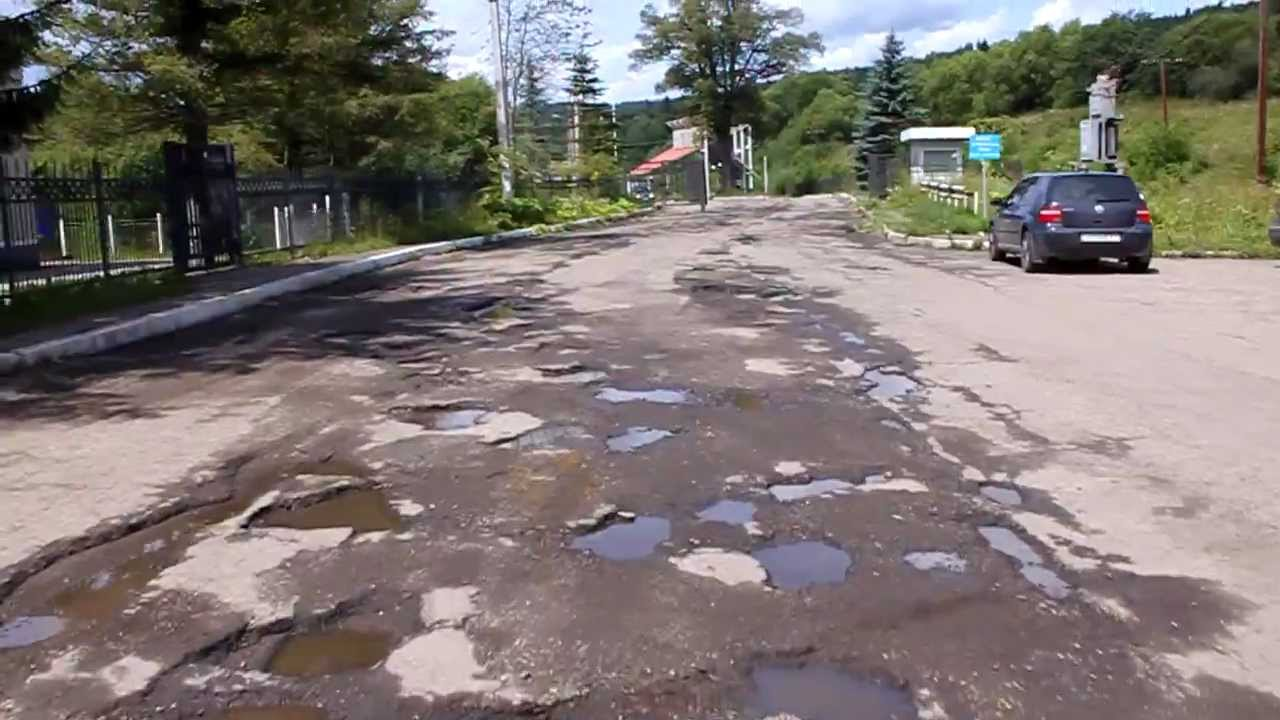 В интернете обсуждают самую ужасную дорогу Украины (видео)
