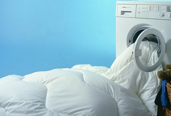 Стирка пухового одеяла в стиральной машине – можно или нельзя?
