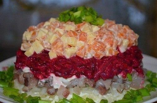 Салат «Наваждение», полюбится всем любителям селедки. Вкусно и оригинально!