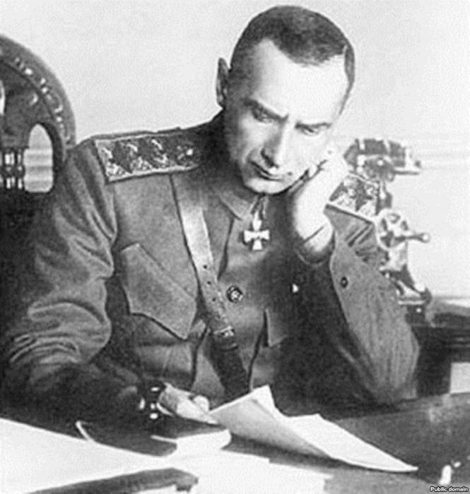 Александр Колчак за работой.