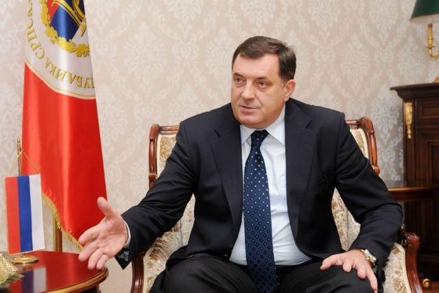 Президент Республики Сербской отказался пожать руку послу США