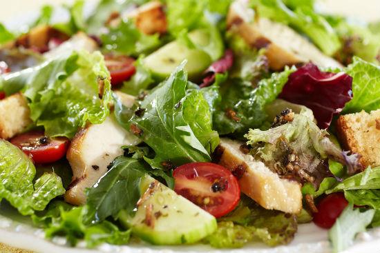 Ошибки при приготовлении салата: как их избежать