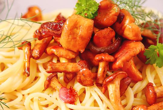 Через 5 минут паста пропитается чудесными ароматами, и можно подавать ее к столу